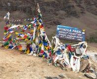 Penzila passerande - högst punkt på den Kargil - Padum vägen Royaltyfri Bild