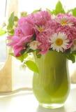 Peonia i chamomile fotografia stock