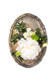 Peonia kwiatów przygotowania w starej rocznik tacy na białym backgroun Fotografia Royalty Free