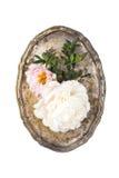 Peonia kwiatów przygotowania w starej rocznik tacy na białym backgroun Obrazy Royalty Free