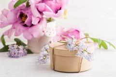 Peonie e fiori lilla Fotografie Stock Libere da Diritti