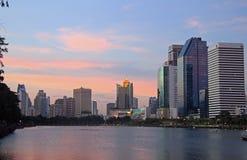 Peope stehen in Bejakitti-Park, Bangkok still Stockfotografie