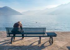 People旁边湖在洛枷诺,瑞士 免版税库存照片