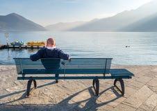 People旁边湖在洛枷诺,瑞士 库存照片