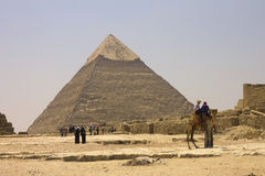 People admiring the Pyramid of Khafre Royalty Free Stock Photography