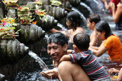 People bathing and smiling at Sacred Fountains of Tirta Empul Royalty Free Stock Photos