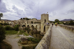 People on the bridge of Besalu Royalty Free Stock Photography
