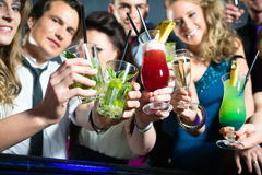 People in club or bar drinking cocktails Royalty Free Stock Photography
