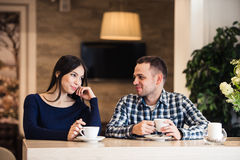 People, communication and dating concept - happy couple drinking tea at cafe Royalty Free Stock Photography