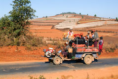 People crammed on a tractor in the countryside of Pindaya on Mya Stock Image