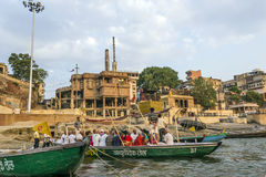 People cross the ganges by ferry Stock Photos