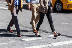 People crossing a street Royalty Free Stock Photography