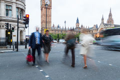 People crossing a street in London Royalty Free Stock Photography