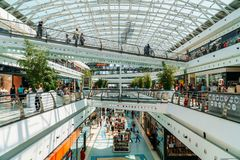 People Crowd Looking For Summer Sales In Vasco da Gama Shopping Center Mall Royalty Free Stock Photos