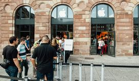 People customers waiting in line to buy iPhone pick-up. STRASBOURG, FRANCE - SEP 20, 2014: Customers waiting in line to pick-up their new reserved iPhone 7 from Stock Images