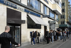 PEOPLE AT DANSKE BANK'S ATM Royalty Free Stock Photos
