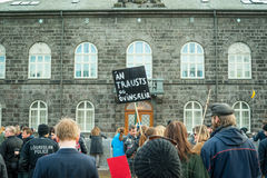 People demonstrating outside the government of Iceland during th Royalty Free Stock Photography