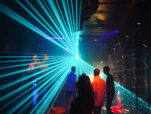 People in disco lightshow Royalty Free Stock Photos