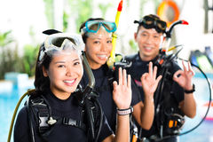 People in diving school, students and master Royalty Free Stock Photos