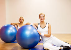 People doing fitness exercise Royalty Free Stock Images