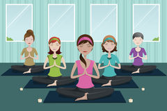People doing yoga in a yoga studio Royalty Free Stock Photos