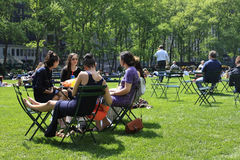 People enjoying a nice day in Bryant Park Royalty Free Stock Images