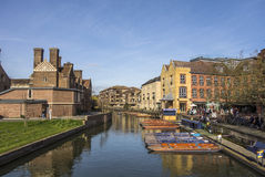 People enjoying a sunny spring day, punting in river Cam in Camb Stock Photo