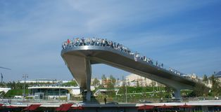 Tourists on an observation platform above Moscow River.