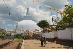 People go to the Ruwanwelisaya stupa in Anuradhapura, Sri Lanka. Stock Photo