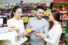 People at the grocery store Royalty Free Stock Photography