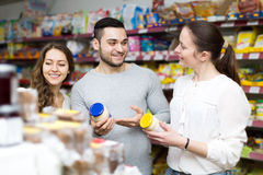 People at the grocery store Royalty Free Stock Photos