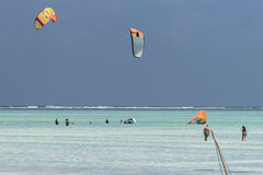 People and kite surfers Royalty Free Stock Photos