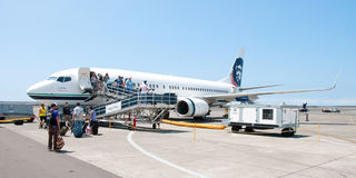 People leaving Boeing Alaska Airlines in Kona at Keahole interna Royalty Free Stock Image