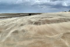 Dramatic winddrifts on a patterned beach at low tide stock photography