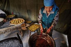 People making traditional chinese cakes  Royalty Free Stock Photography