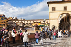 People near Vasari corridor and Ponte Vecchio Stock Photography