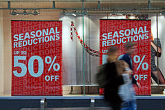People out shopping in the christmas sales Royalty Free Stock Photography