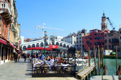 People at outdoor restaurant Venice Royalty Free Stock Photos