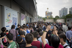 People outside Apple store Shenzhen Stock Image