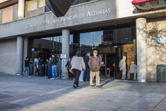 People outside public building to vote for Spanish general elections 2015 Stock Photography