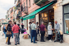 People outside wine bar in Venice Royalty Free Stock Photos
