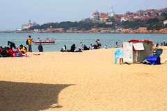 People play on the beach in Qingdao, China Stock Photos
