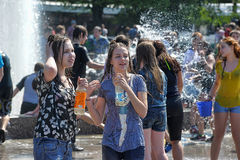 People pour water on each other Royalty Free Stock Images