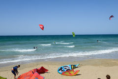People practicing kitesurf on the beach of Torre Canne Royalty Free Stock Photos