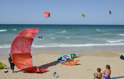 People practicing kitesurf on the beach of Torre Canne Royalty Free Stock Photography