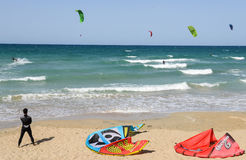 People practicing kitesurf on the beach of Torre Canne Stock Photography