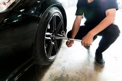People Professional mechanic Will change tire. stock photos