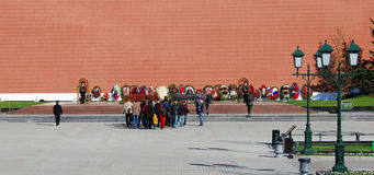 People put flowers to the tomb of unknown soldier in Moscow city center Royalty Free Stock Images