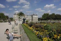 People relaxing in Jardin de Luxembourg, Paris Royalty Free Stock Photos