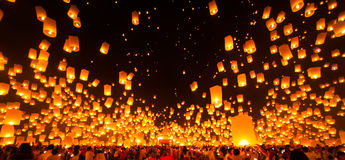 People release Paper Sky Lantern in Yee Peng Festival. Chiang am Stock Images